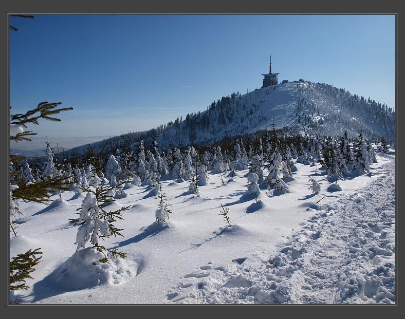 Vlajka Černé Hory, hlavní město, nejvyšší hora, rozloha