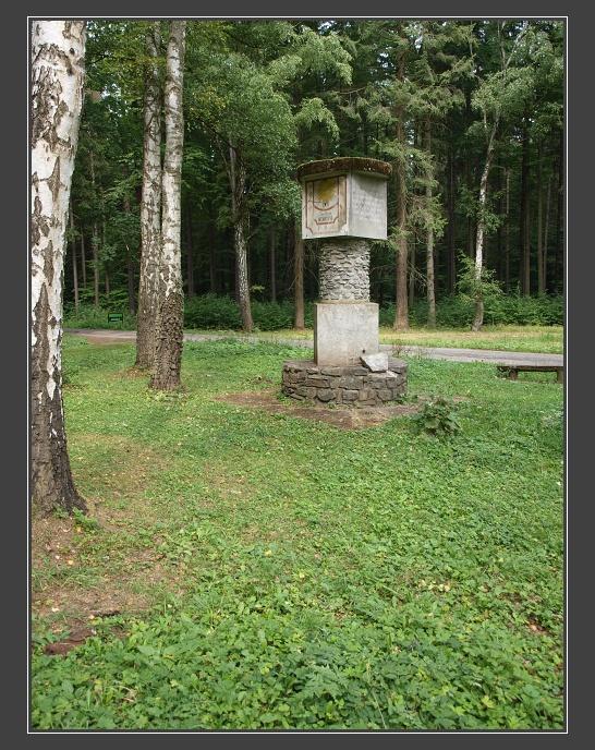 památník Hradské lesní silnice